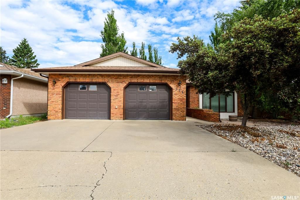 Main Photo: 171 4th Avenue in Battleford: Residential for sale : MLS®# SK859015