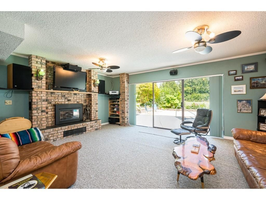 Photo 10: Photos: 26019 58 Avenue in Langley: County Line Glen Valley House for sale : MLS®# R2599684