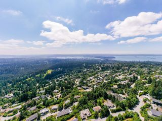 Photo 18: 561 KILDONAN Road in West Vancouver: Glenmore House for sale : MLS®# R2604216