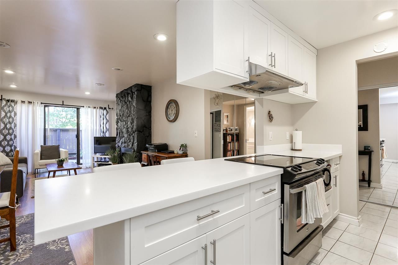 """Photo 11: Photos: 103 1484 CHARLES Street in Vancouver: Grandview VE Condo for sale in """"LANDMARK ARMS"""" (Vancouver East)  : MLS®# R2013401"""