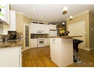 Photo 7: 2105 Bishops Gate in VICTORIA: La Bear Mountain House for sale (Langford)  : MLS®# 487689