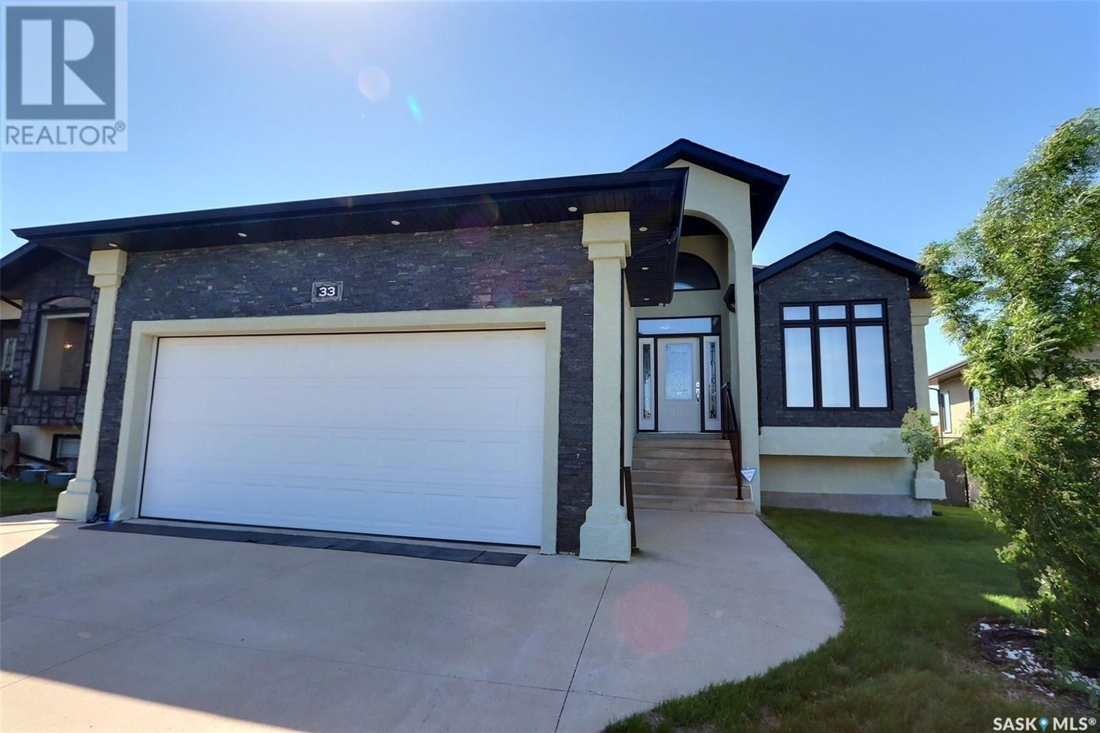 Main Photo: 33 Gillingham CRES in Prince Albert: House for sale : MLS®# SK860441