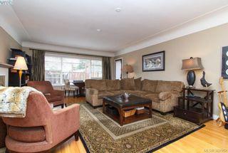 Photo 2: 2438 Dunlevy St in VICTORIA: OB Estevan House for sale (Oak Bay)  : MLS®# 780802