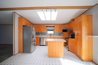 Photo 3: 35 North Drive in Portage la Prairie RM: House for sale : MLS®# 202121805