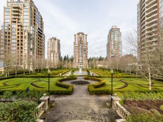 Photo 2: 1804 6838 STATION HILL DRIVE in Burnaby: South Slope Condo for sale (Burnaby South)  : MLS®# R2544258