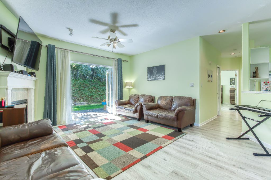 """Photo 3: Photos: 1 21579 88B Avenue in Langley: Walnut Grove Townhouse for sale in """"Carriage Park"""" : MLS®# R2494791"""