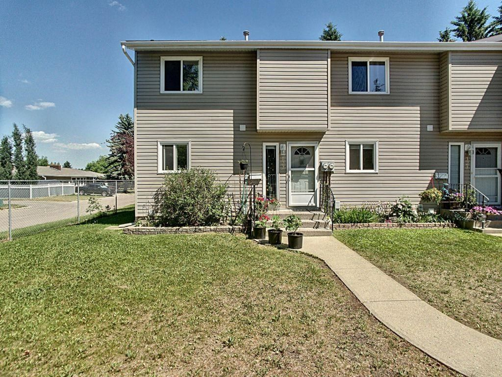 Main Photo: 122 - 87 Brookwood Drive: Spruce Grove Townhouse for sale : MLS®# E4252018