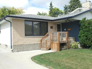 Photo 3: 30 Sage Crescent in Winnipeg: Crestview Residential for sale (5H)  : MLS®# 202021343