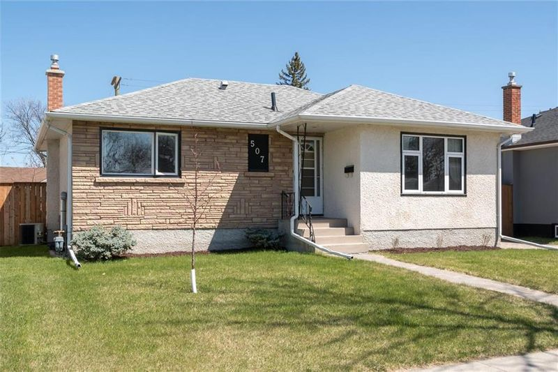 FEATURED LISTING: 507 Hazel Dell Avenue Winnipeg