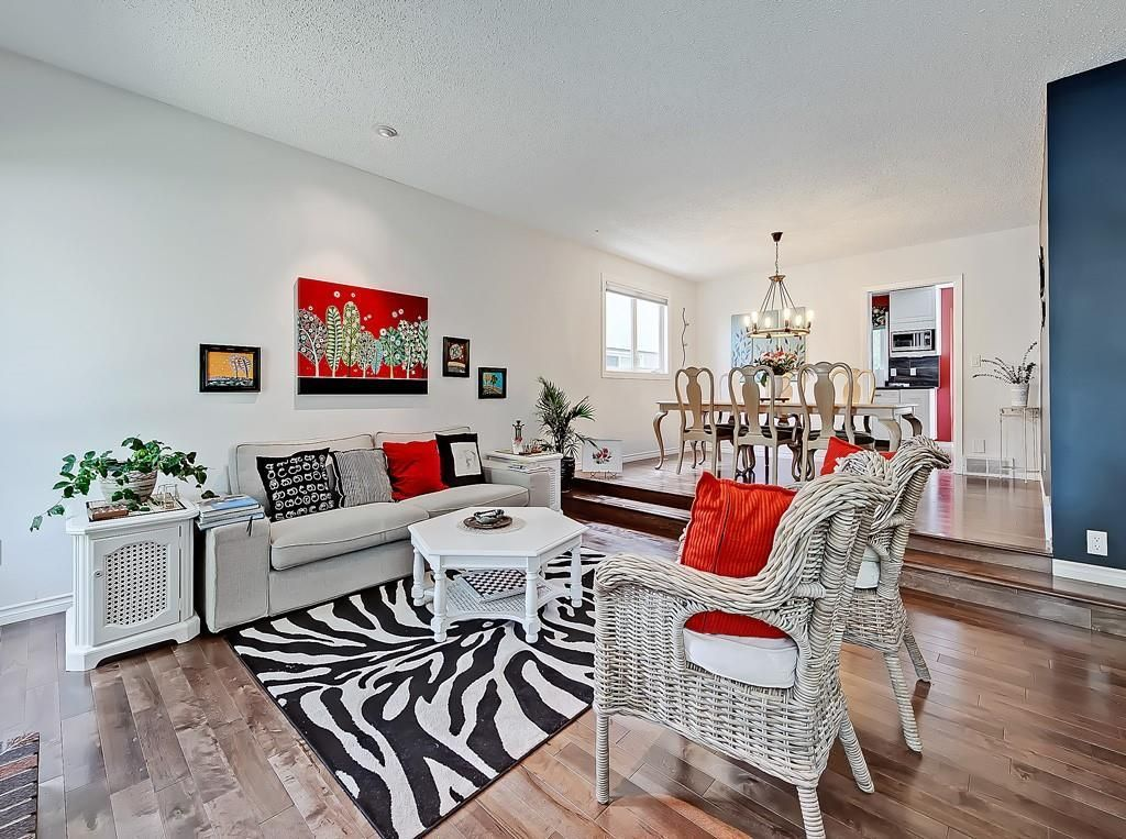 Photo 10: Photos: 7607 68 Avenue NW in Calgary: Silver Springs Detached for sale : MLS®# A1024824