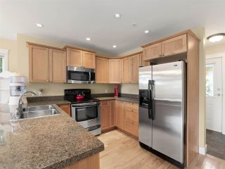 """Photo 6: 4 728 GIBSONS Way in Gibsons: Gibsons & Area Townhouse for sale in """"Islandview Lanes"""" (Sunshine Coast)  : MLS®# R2538180"""