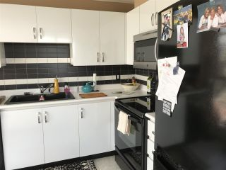 """Photo 11: 2403 120 W 2ND Street in North Vancouver: Lower Lonsdale Condo for sale in """"OBSERVATORY"""" : MLS®# R2252153"""