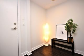 """Photo 3: 807 10777 UNIVERSITY Drive in Surrey: Whalley Condo for sale in """"City Point"""" (North Surrey)  : MLS®# R2593090"""