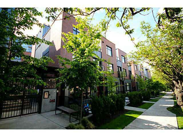 Main Photo: 2775 GUELPH STREET in : Mount Pleasant VE Townhouse for sale : MLS®# V1127226