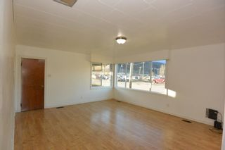 Photo 3: 1032 KING Street in Smithers: Smithers - Town House for sale (Smithers And Area (Zone 54))  : MLS®# R2429352