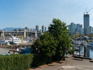 """Photo 20: 1594 ISLAND PARK Walk in Vancouver: False Creek Townhouse for sale in """"THE LAGOONS"""" (Vancouver West)  : MLS®# R2297532"""