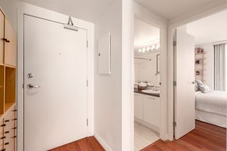 """Photo 3: 2607 1331 W GEORGIA Street in Vancouver: Coal Harbour Condo for sale in """"The Pointe"""" (Vancouver West)  : MLS®# R2567011"""