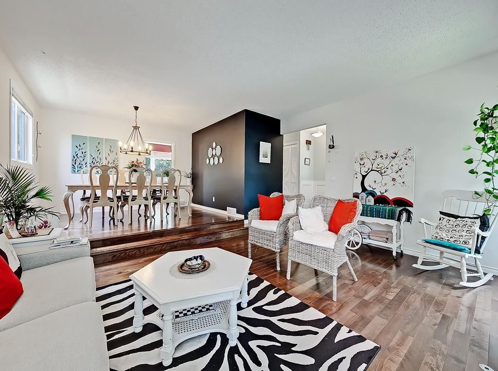 Photo 1: Photos: 7607 68 Avenue NW in Calgary: Silver Springs Detached for sale : MLS®# A1024824