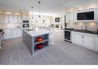 Photo 10: 3555 Beach Dr in Oak Bay: OB Uplands House for sale : MLS®# 886317