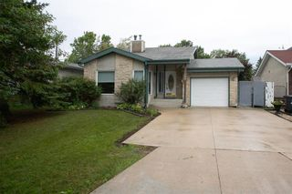 Photo 2: 150 Southwalk Bay in Winnipeg: River Park South Residential for sale (2F)  : MLS®# 202120702