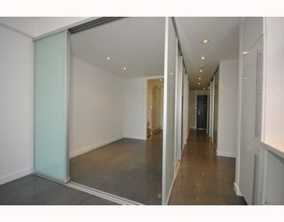 """Photo 6: 418 256 E 2ND Avenue in Vancouver: Mount Pleasant VE Condo for sale in """"JACOBSEN"""" (Vancouver East)  : MLS®# V808511"""