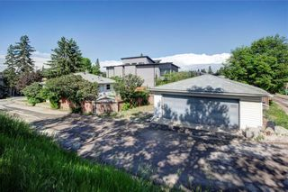 Photo 2: 2451 28 Avenue SW in Calgary: Richmond Detached for sale : MLS®# A1063137