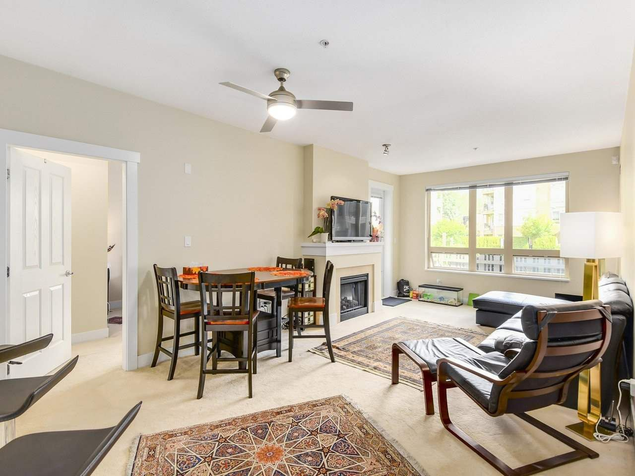 Photo 2: Photos: 106 2601 WHITELEY COURT in North Vancouver: Lynn Valley Condo for sale : MLS®# R2186381