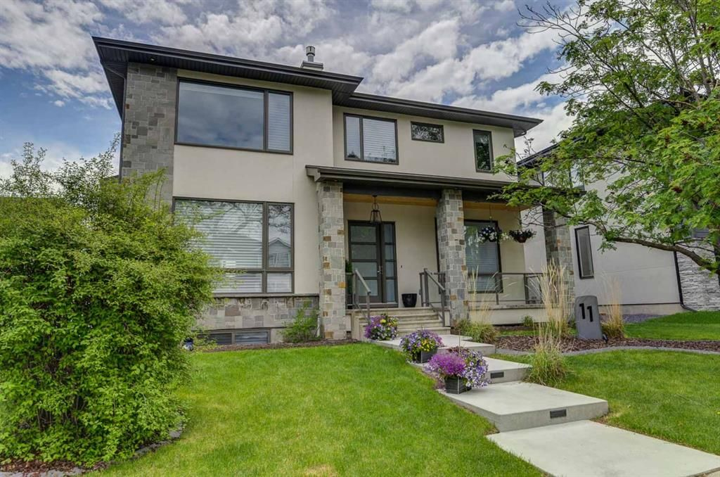 Main Photo: 11 Laxton Place SW in Calgary: North Glenmore Park Detached for sale : MLS®# A1114761