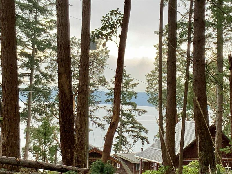 FEATURED LISTING: lot 7 Salal Dr