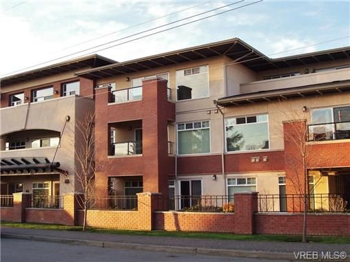 Main Photo: 305 2380 Brethour Ave in SIDNEY: Si Sidney North-East Condo for sale (Sidney)  : MLS®# 685203