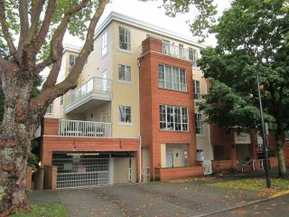 "Photo 1: 303 3621 W 26TH Avenue in Vancouver: Dunbar Condo for sale in ""DUNBAR HOUSE"" (Vancouver West)  : MLS®# R2214575"