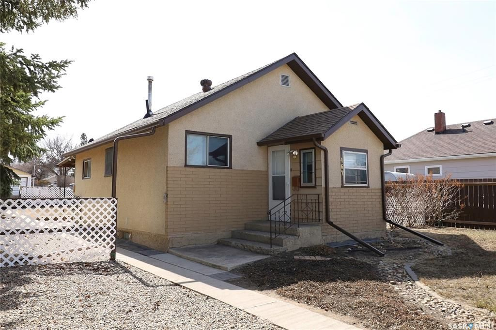 Main Photo: 467 Iroquois Street West in Moose Jaw: Westmount/Elsom Residential for sale : MLS®# SK848902