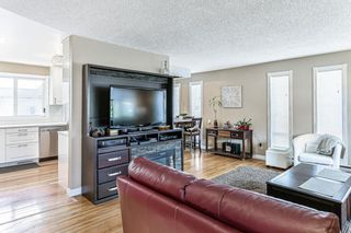 Photo 2: 75 Glenpatrick Drive in Calgary: Glenbrook Detached for sale : MLS®# A1133370
