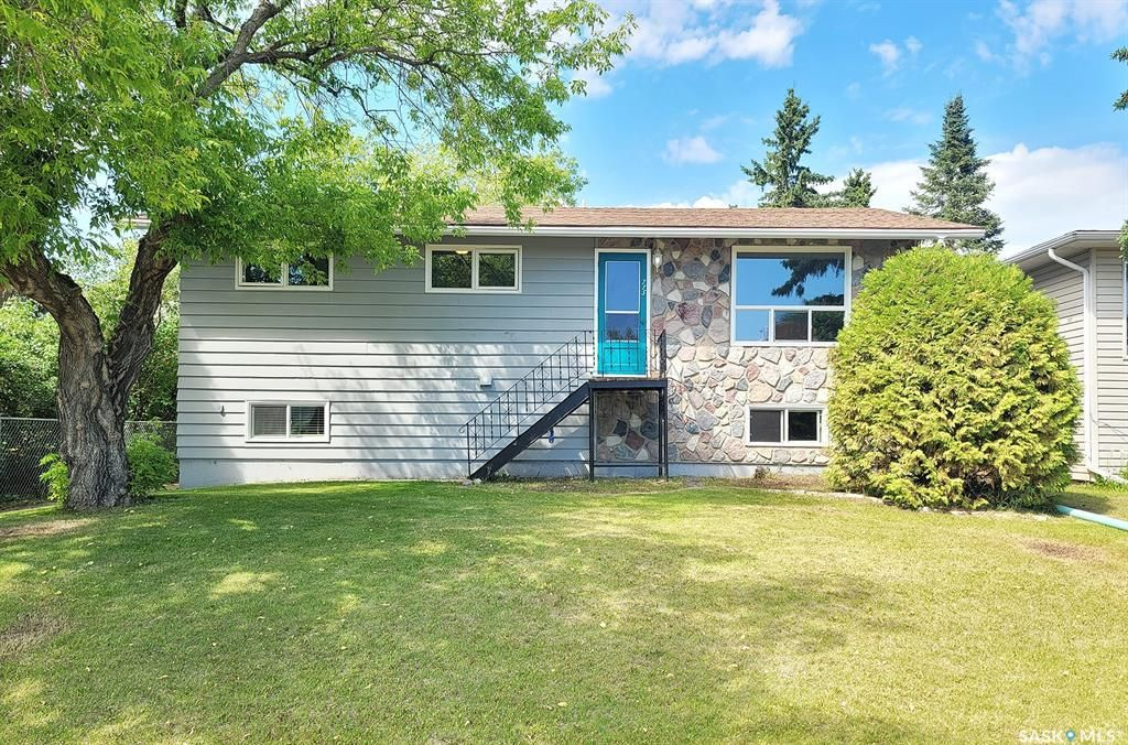 Main Photo: 715 3rd Avenue West in Meadow Lake: Residential for sale : MLS®# SK860959