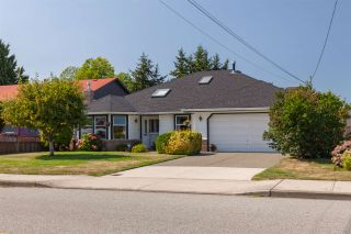 Photo 1: 5111 CENTRAL Avenue in Delta: Hawthorne House for sale (Ladner)  : MLS®# R2398006