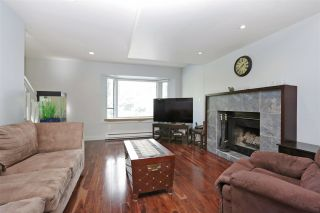 Photo 3: 155 W 20TH Street in North Vancouver: Central Lonsdale Townhouse for sale : MLS®# R2187560