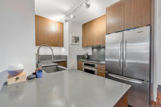 """Photo 6: 206 251 E 7TH Avenue in Vancouver: Mount Pleasant VE Condo for sale in """"District"""" (Vancouver East)  : MLS®# R2443940"""