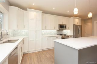 Photo 13: 1037 Sandalwood Crt in VICTORIA: La Luxton House for sale (Langford)  : MLS®# 827604
