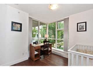 """Photo 10: 202 125 MILROSS Avenue in Vancouver: Mount Pleasant VE Condo for sale in """"CREEKSIDE"""" (Vancouver East)  : MLS®# V1142300"""