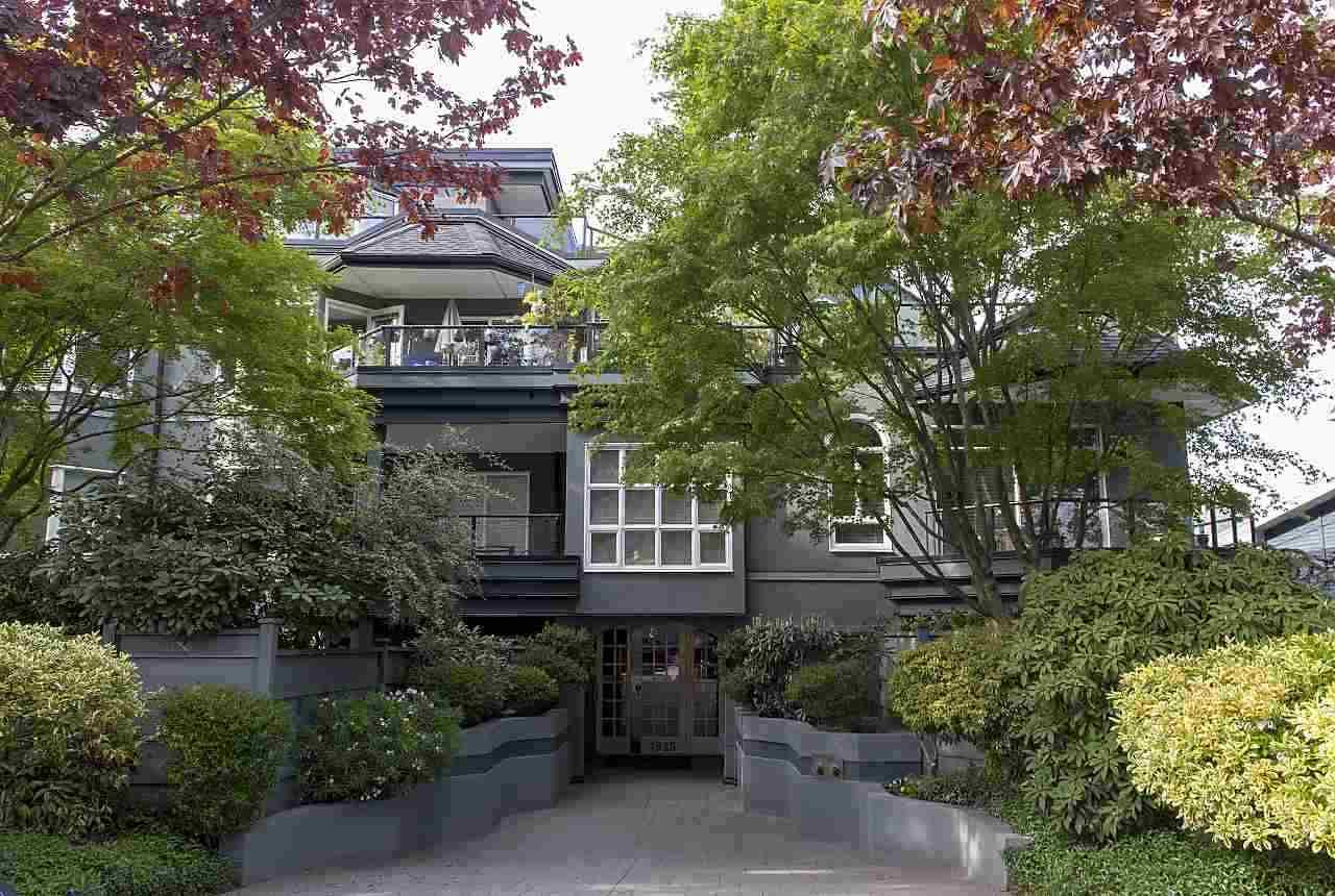 """Main Photo: 102 1925 W 2ND Avenue in Vancouver: Kitsilano Condo for sale in """"WINDGATE BEACHSIDE"""" (Vancouver West)  : MLS®# R2433264"""