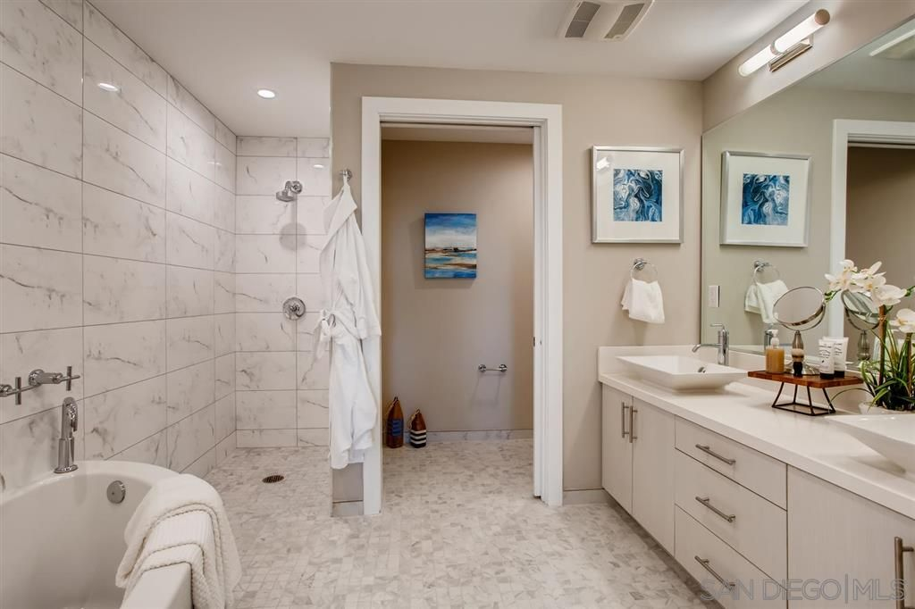 Photo 18: Photos: Condo for sale : 3 bedrooms : 3025 Byron St in San Diego