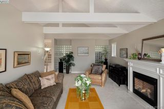 Photo 3: 895 Le Clair Pl in VICTORIA: SE Lake Hill House for sale (Saanich East)  : MLS®# 812877