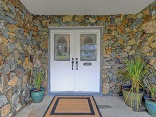 Photo 4: 2058 Saltair Pl in : SE Gordon Head House for sale (Saanich East)  : MLS®# 867531