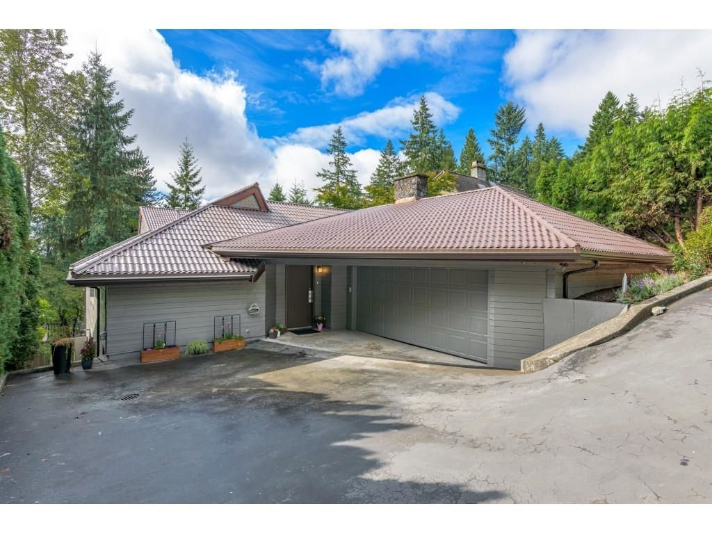 Main Photo: 2524 ARUNDEL Lane in Coquitlam: Coquitlam East House for sale : MLS®# R2617577