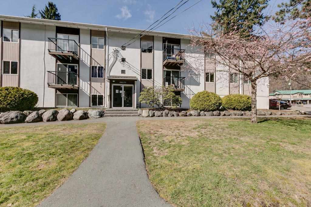 "Main Photo: 43 38177 WESTWAY Avenue in Squamish: Valleycliffe Condo for sale in ""Westway Village"" : MLS®# R2249405"