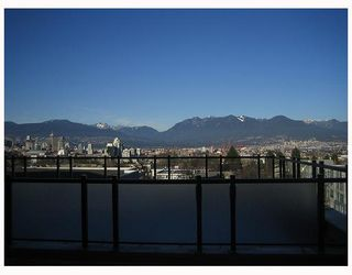 Photo 1: 402 2635 PRINCE EDWARD Street in Vancouver: Mount Pleasant VE Condo for sale (Vancouver East)  : MLS®# V731701