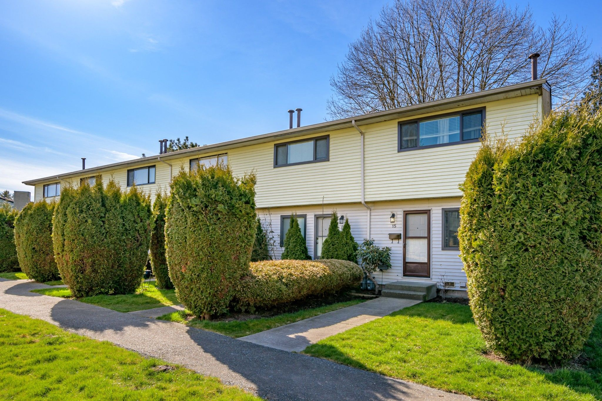 Main Photo: 15 5351 200 Street in Langley: Langley City Townhouse for sale : MLS®# R2550222