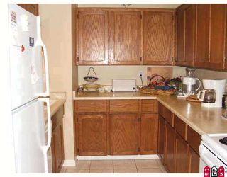 """Photo 4: 204 1354 WINTER Street: White Rock Condo for sale in """"Winter Estates"""" (South Surrey White Rock)  : MLS®# F2708795"""