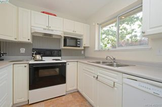 Photo 4: 100 710 Massie Dr in VICTORIA: La Langford Proper Row/Townhouse for sale (Langford)  : MLS®# 802610