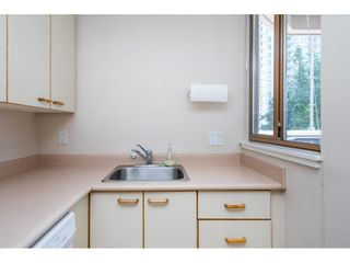 """Photo 13: 705 15111 RUSSELL Avenue: White Rock Condo for sale in """"Pacific Terrace"""" (South Surrey White Rock)  : MLS®# R2594025"""
